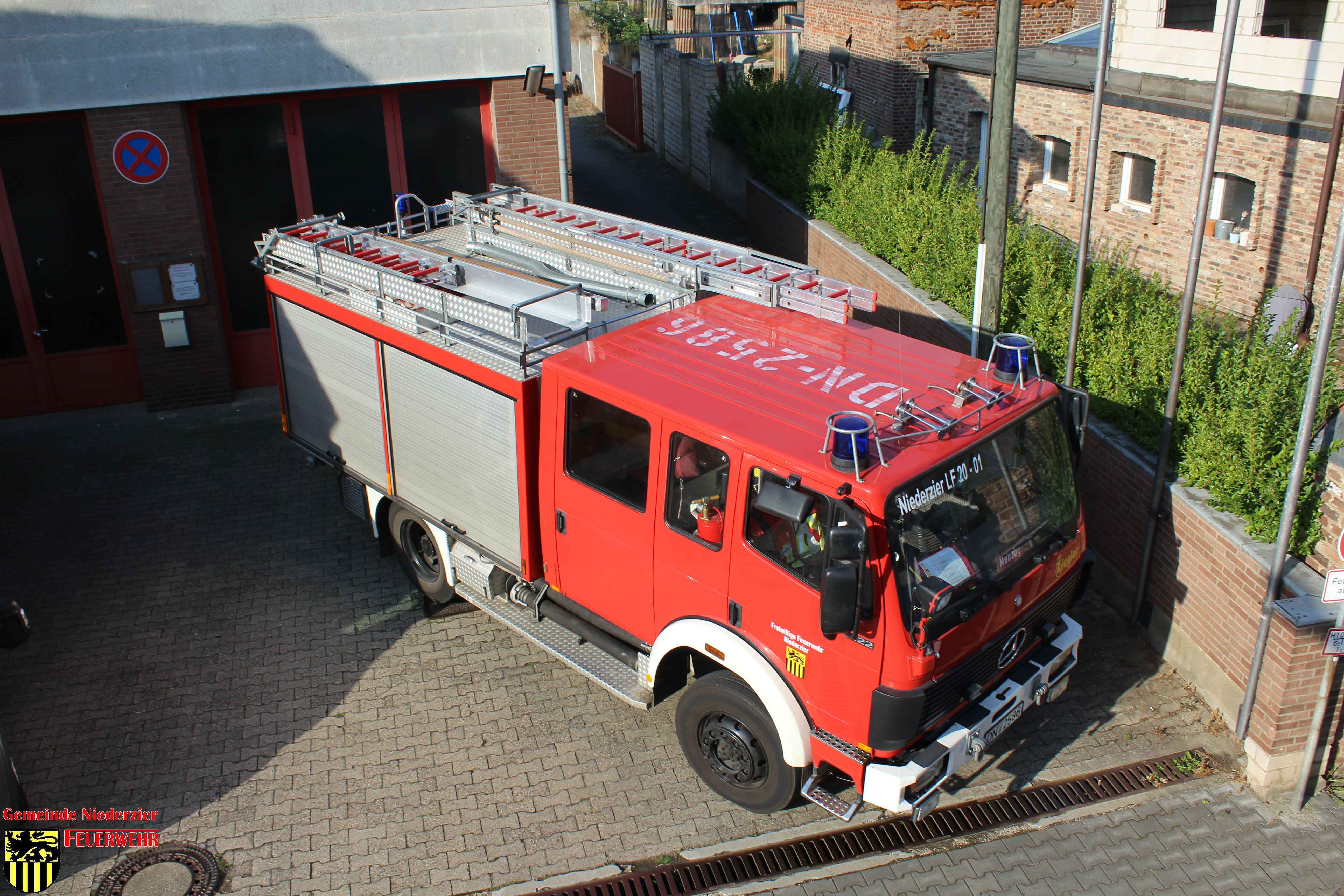 Oberzier #BD# Heckenbrand an Baustelle