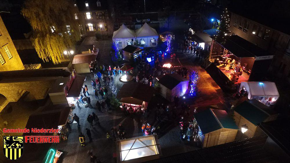 Weihnachtsmarkt der Gemeinde Jugendfeuerwehr Niederzier