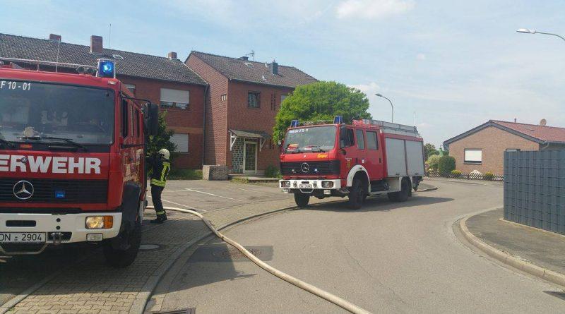 Niederzier #BD1# brennt Gartenhaus