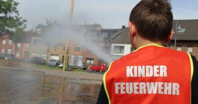 """Kinderfeuerwehr absolviert erste """"Löschübung"""""""