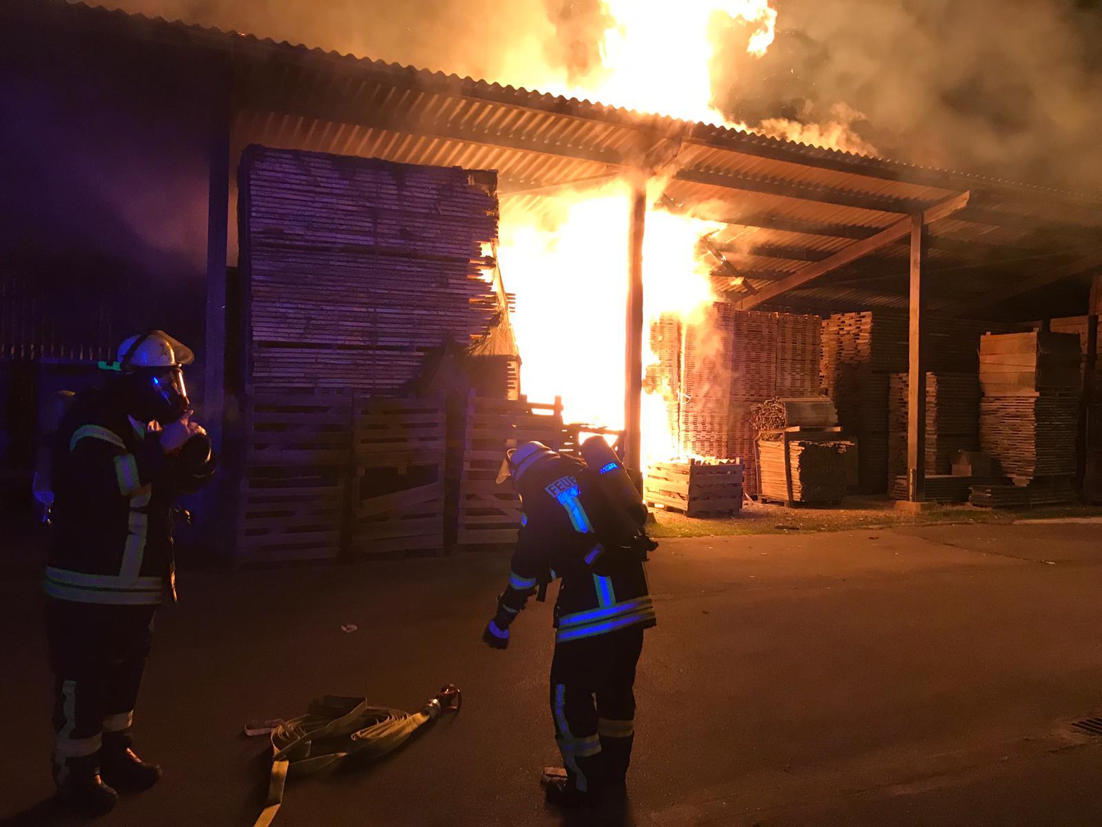 Oberzier #BD2# brennt Schuppen